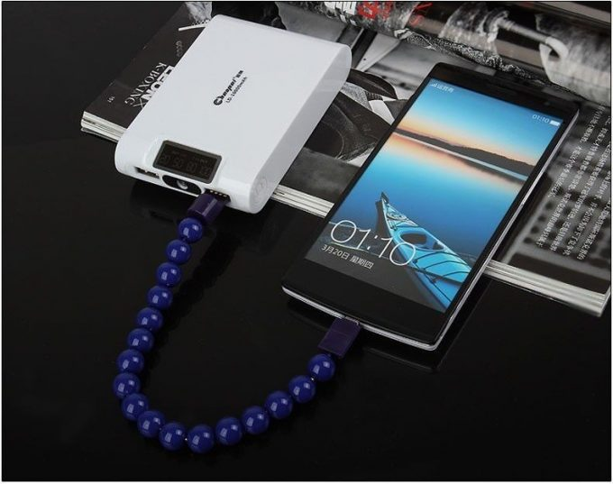 Bracelet chargeur mini USB (Android, Windows Phone)